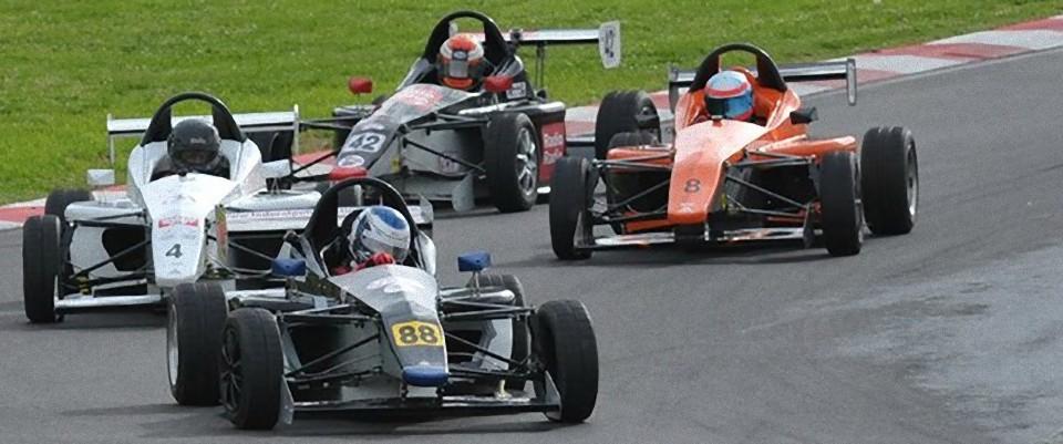 Stage de pilotage Formula Predator's sur le circuit de belvédère le 28/04/2013